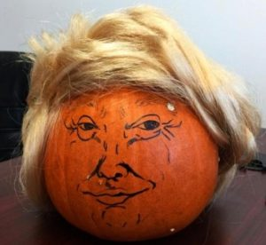 donald-trumpkins-scaring-trick-o-treaters-this-halloween_2_465_349_int